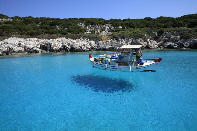 mer bleue de skyros en grèce